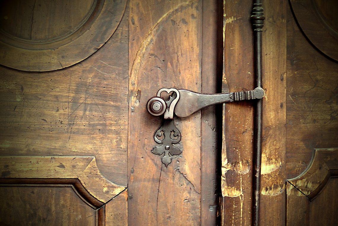 Установка наружных дверей